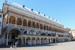 Piazza-della-Frutta-Padova-foto-Palazzo-della-Ragione